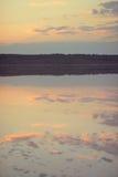 Puesta del sol sobre el río Fotografía de archivo