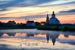 Puesta del sol sobre el río de Kamenka - Suzdal Fotografía de archivo libre de regalías