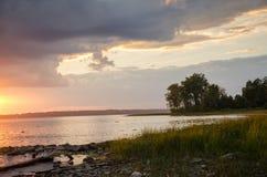 Puesta del sol sobre el río de Ottawa imagenes de archivo