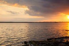 Puesta del sol sobre el río de Ottawa foto de archivo libre de regalías