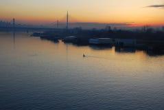 Puesta del sol sobre el río de Sava Foto de archivo libre de regalías