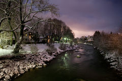 Puesta del sol sobre el río en invierno Imágenes de archivo libres de regalías