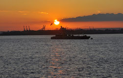 Puesta del sol sobre el río Hudson de New York City Fotografía de archivo libre de regalías