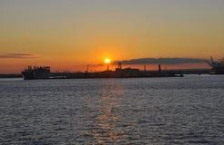 Puesta del sol sobre el río Hudson de New York City Imagen de archivo