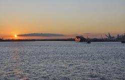 Puesta del sol sobre el río Hudson de New York City Fotografía de archivo