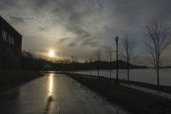 Puesta del sol sobre el río Ohio foto de archivo libre de regalías