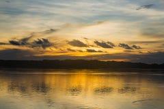 Puesta del sol sobre el río Purús Fotos de archivo libres de regalías