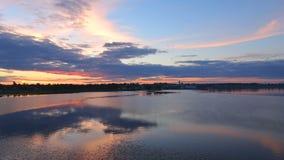 Puesta del sol sobre el río Volga, timelapse metrajes
