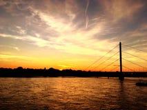 Puesta del sol sobre el r?o del Rin foto de archivo
