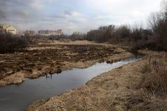 Puesta del sol sobre el río melancólico de la primavera Fotografía de archivo libre de regalías