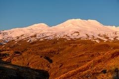 Puesta del sol sobre el soporte Ruhapehu en Nueva Zelanda Foto de archivo libre de regalías