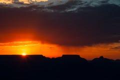 Puesta del sol sobre Grand Canyon imagenes de archivo