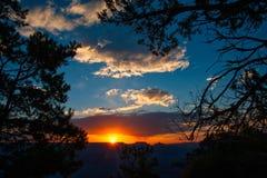 Puesta del sol sobre Grand Canyon fotografía de archivo libre de regalías