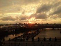 Puesta del sol sobre Hamburgo Alemania Foto de archivo