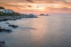 Puesta del sol sobre Ile Rousse en Córcega Foto de archivo libre de regalías