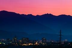 Puesta del sol sobre Innsbruck imagen de archivo libre de regalías