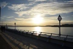 Puesta del sol sobre la bahía Imagen de archivo libre de regalías