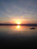 Puesta del sol sobre la bahía de Avacha Foto de archivo