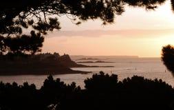 Puesta del sol sobre la bahía de St Malo Fotografía de archivo libre de regalías