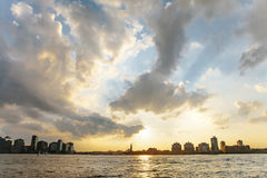 Puesta del sol sobre la bahía superior, Nueva York imagen de archivo libre de regalías