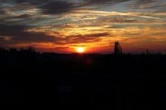 Puesta del sol sobre la ciudad Imagen de archivo