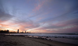Puesta del sol sobre la ciudad de Gold Coast Fotografía de archivo