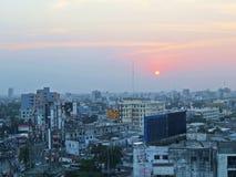 puesta del sol sobre la ciudad de Khulna, Bangladesh imagen de archivo libre de regalías