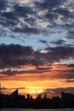 Puesta del sol sobre la ciudad de Londres Foto de archivo libre de regalías