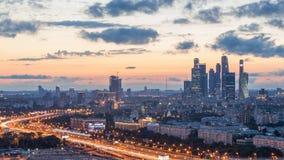 Puesta del sol sobre la ciudad de Moscú Imágenes de archivo libres de regalías