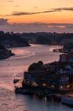 Puesta del sol sobre la ciudad de Oporto, Portugal Imagen de archivo