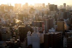 Puesta del sol sobre la ciudad de Tokio en febrero Imagen de archivo libre de regalías