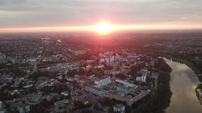 Puesta del sol sobre la ciudad de Vitebsk almacen de video