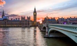 Puesta del sol sobre la ciudad de Westminster en Londres Imagenes de archivo
