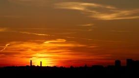 Puesta del sol sobre la ciudad moscú Fotografía de archivo libre de regalías