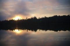 Puesta del sol sobre la ensenada de Crocket en Stonington, Maine Fotografía de archivo libre de regalías
