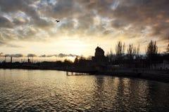 Puesta del sol sobre la iglesia Fotos de archivo