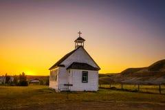 Puesta del sol sobre la iglesia vieja en el pueblo fantasma de Dorothy Imagen de archivo