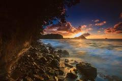 Puesta del sol sobre la isla de la paloma, Santa Lucía septentrional Imagen de archivo libre de regalías