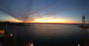 Puesta del sol sobre la isla de Presque en Erie Pennsylvania Imagen de archivo libre de regalías