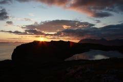 Puesta del sol sobre la montaña Imagen de archivo libre de regalías