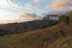 Puesta del sol sobre la nube Forest Reserve de Monteverde en Costa Rica 3 Imágenes de archivo libres de regalías