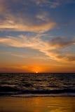 Puesta del sol sobre la playa de Cottesloe fotografía de archivo libre de regalías