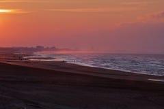 Puesta del sol sobre la playa de Coxyde Imagen de archivo