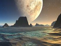 Puesta del sol sobre la playa extranjera en la salida de la luna Imagen de archivo libre de regalías