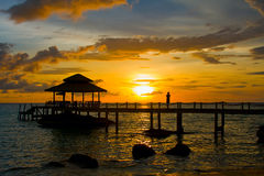 Puesta del sol sobre la playa, Tailandia Fotos de archivo