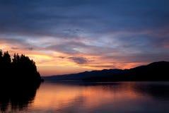 Puesta del sol sobre la presa de Dospat Foto de archivo libre de regalías