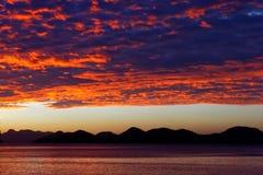 Puesta del sol sobre laguna gemela Foto de archivo