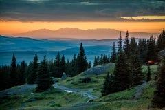 Puesta del sol sobre las montañas HDR de Abajo Fotografía de archivo libre de regalías