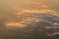 Puesta del sol sobre las nubes Fotografía de archivo