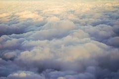 Puesta del sol sobre las nubes Imagen de archivo
